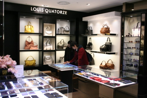 louis-quatorze-store-displays-its-catalog-on-the-microsoft-surface-3
