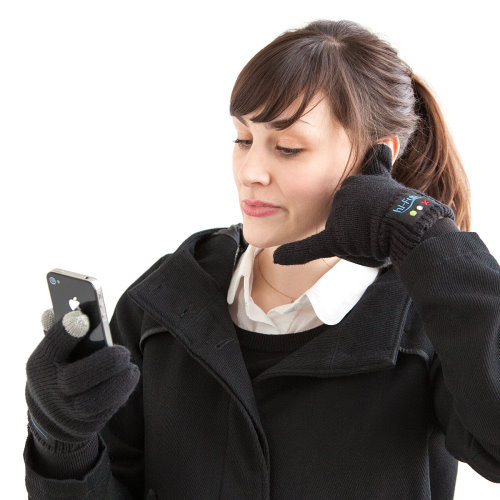 Bluetooth Gloves for Answering Calls with a Call Me Sign (2)