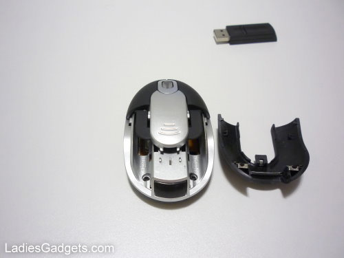 Hands on Review Mini Wireless Mouse with Smart Release System and Power Saving Functions (7)