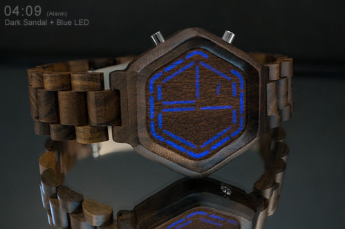 New Watch That Shows the Time with Lights on Wood (1)